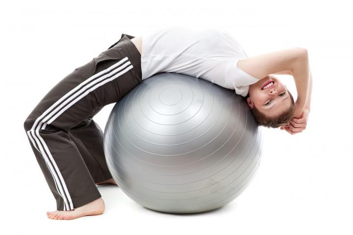 Ćwiczenia w domu i na siłowni – wady i zalety
