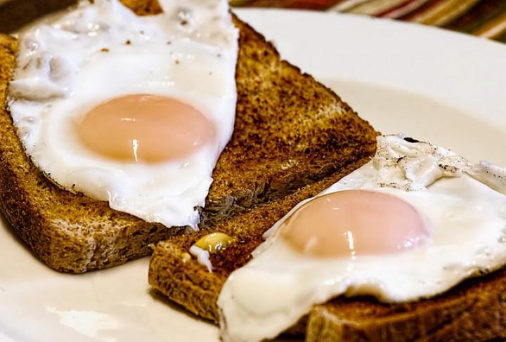 Czy białko i zółtko jajka wolno jeść osobno?