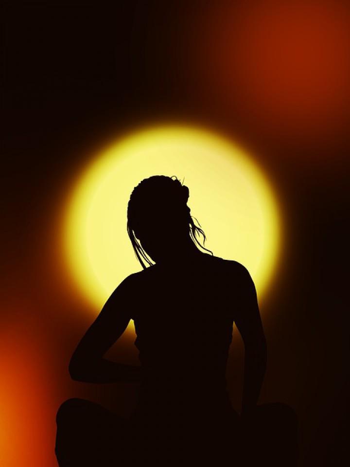 Deska – stymulująca pozycja zaczerpnięta z jogi